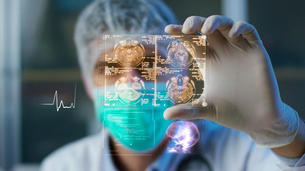 El equilibrio entre la tecnología y el tacto humano, clave en el futuro de la medicina